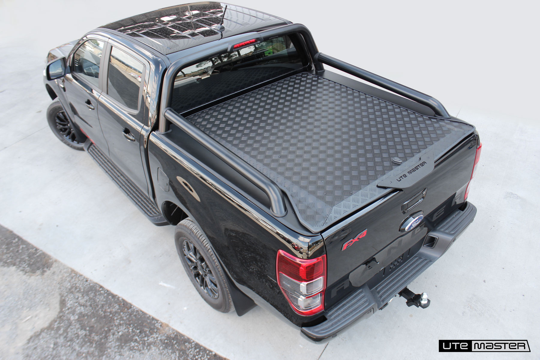 Hard Lid to suit 2020 Ford Ranger FX4 Sports Bars | Load-Lid by Utemaster Black | Central Locking