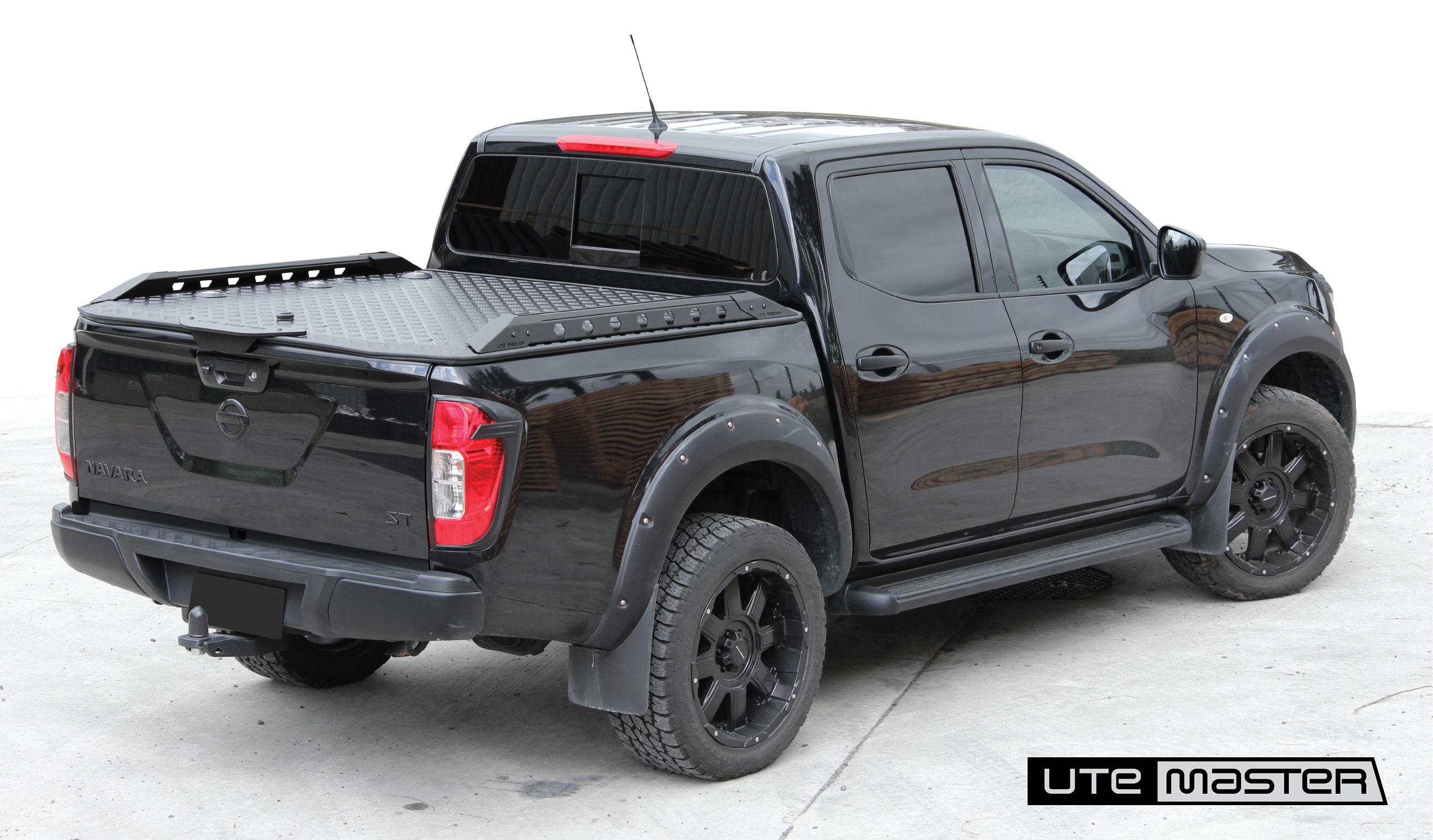 Nissan Navara Destroyer Side Rails Hard Lid Load Lid Tonneau Cover